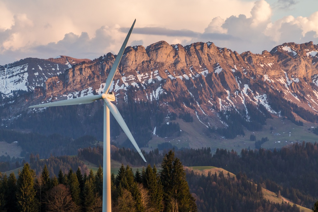 wind-turbine-2218472.jpg_medium